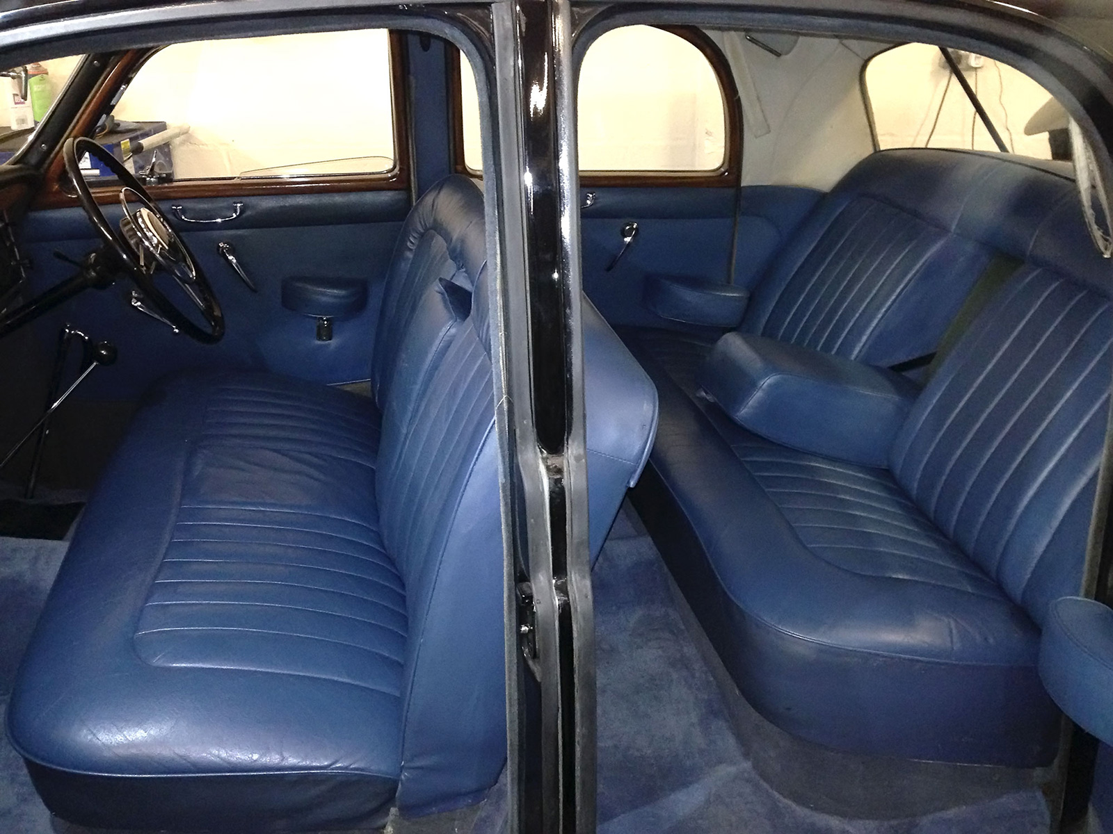 Land Rover With Bench Seats